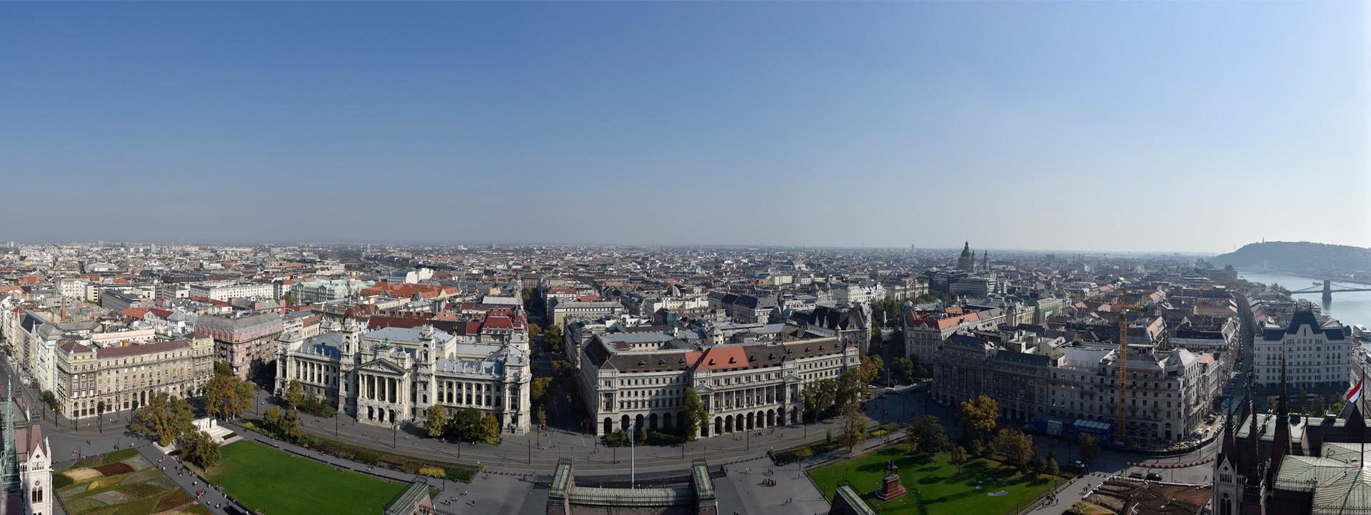 Az Országházat környező épületek