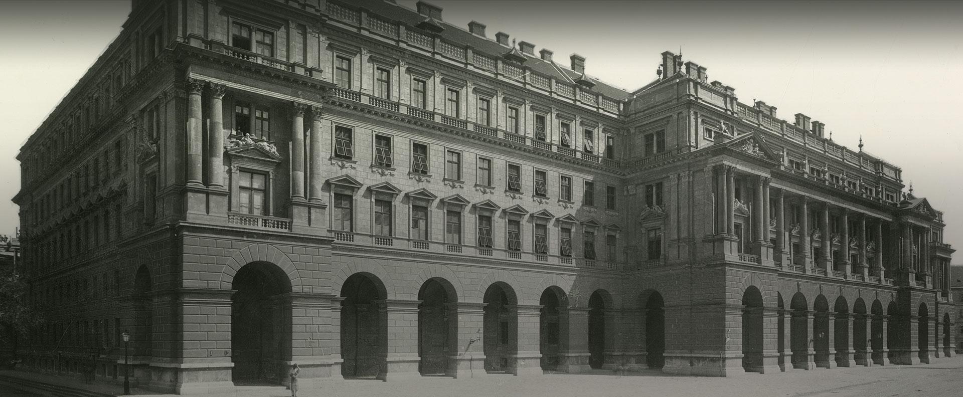 Archív kép, az Agrárminisztérium épület főhomlokzata