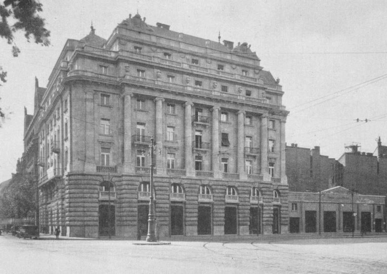 Archív kép, az épület főhomlokzata